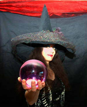 Psychic for corporate event psychic party Tara greene